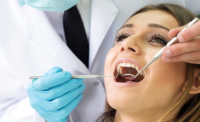 Schmerzfreie Zahn Behandlung